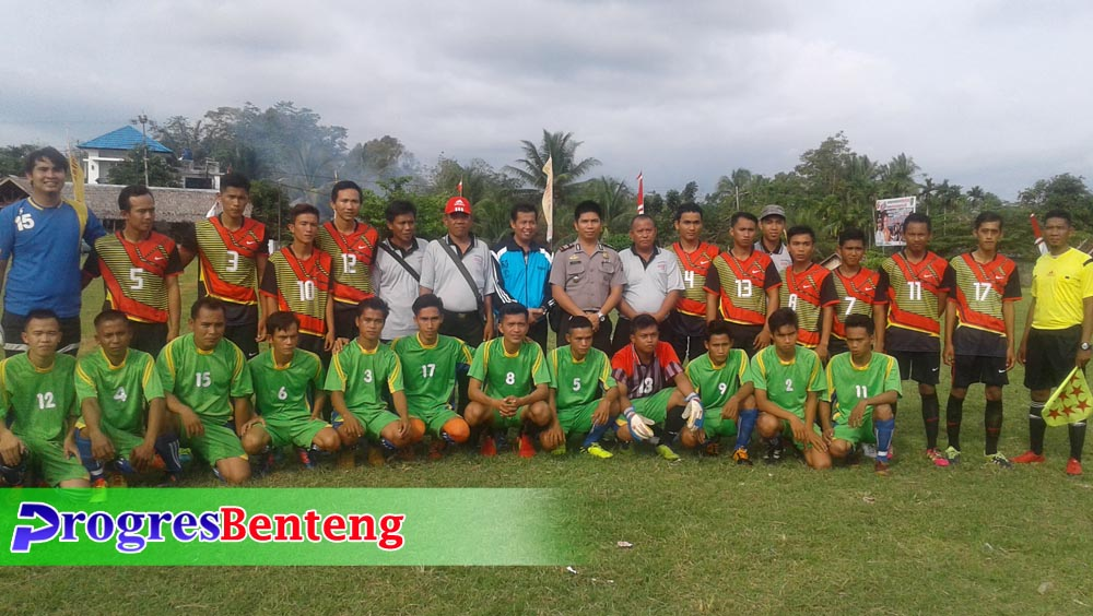 Foto bersama para pemain bersama M Sabri dan Kapolsek Talang Empat | Foto: Hendry Dunan/PROGRES BENTENG