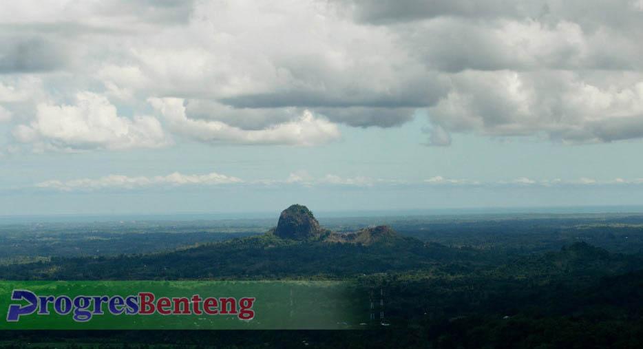 Gambar Bukit Kandis diambil dari Jalan Liku-Liku Sembilan Bengkulu-Kepahiang | Foto: Dok. PROGRES.ID