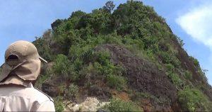 Wisatawan asal Bogor saat menikmati keindahan Bukit Kandis