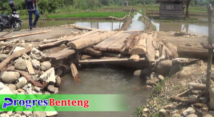 jembatan rusak