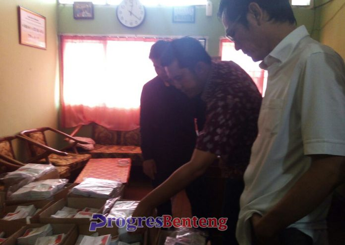 Cek surat suara Pilkada